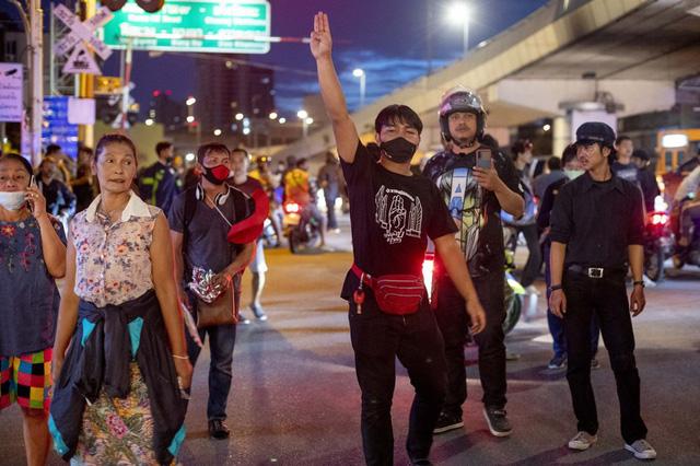 Biểu tình kéo dài 3 tháng, Thái Lan thực thi sắc lệnh tình trạng khẩn cấp tại thủ đô Bangkok - Ảnh 5.