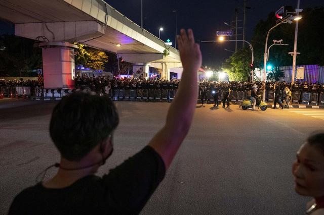 Biểu tình kéo dài 3 tháng, Thái Lan thực thi sắc lệnh tình trạng khẩn cấp tại thủ đô Bangkok - Ảnh 6.