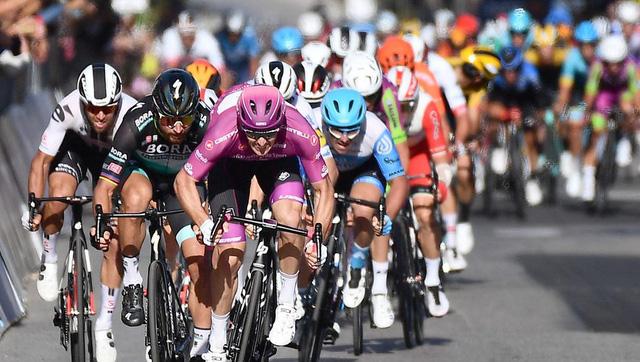 Arnaud Demare về nhất chặng 11 giải xe đạp Giro d'Italia 2020 - Ảnh 1.