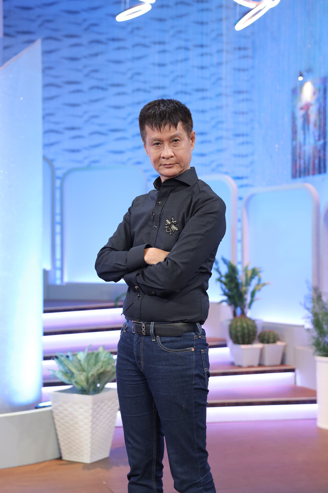 Đạo diễn Lê Hoàng - Hương Giang tranh cãi gay gắt trong Chị em chúng mình - Ảnh 1.