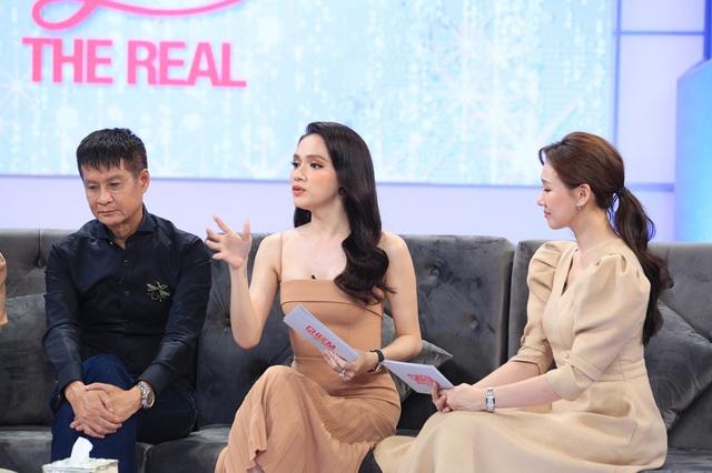 Đạo diễn Lê Hoàng - Hương Giang tranh cãi gay gắt trong Chị em chúng mình - Ảnh 2.