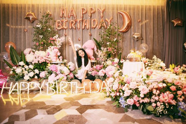 Triệu Lệ Dĩnh khoe ảnh sinh nhật như công chúa - Ảnh 4.