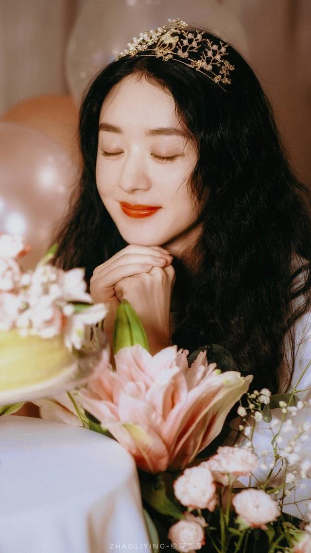 Triệu Lệ Dĩnh khoe ảnh sinh nhật như công chúa - Ảnh 3.