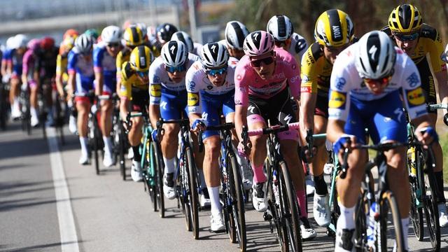 Giải xe đạp Giro d'Italia 2020 nguy cơ kết thúc sớm vì COVID-19 - Ảnh 1.