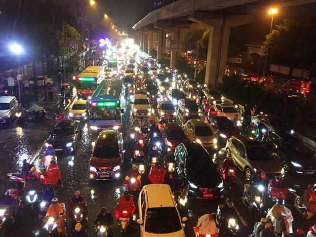 Từ 20/10 điều chỉnh khung giờ cao điểm, giao thông Hà Nội thay đổi thế nào? - Ảnh 1.