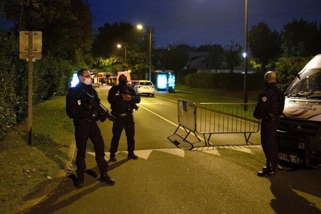 Tấn công khủng bố tại Pháp: Một giáo viên bị chặt đầu  - Ảnh 1.