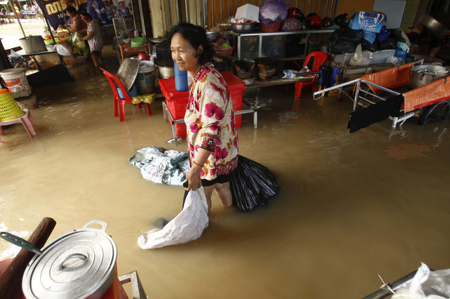 Lũ lụt nghiêm trọng ở Campuchia, hàng chục người thiệt mạng - Ảnh 3.