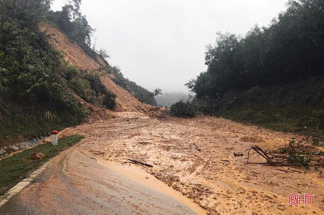 200.000 học sinh Hà Tĩnh nghỉ học từ ngày 19/10 vì mưa lũ - Ảnh 1.