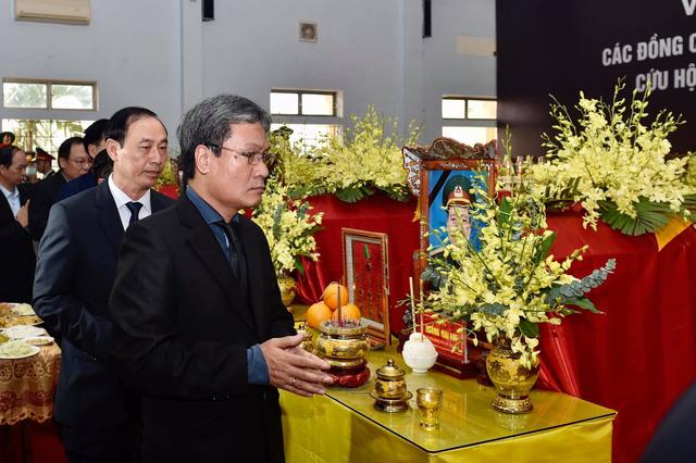 Phó Thủ tướng Trịnh Đình Dũng dự lễ tang 13 đồng chí hy sinh tại Rào Trăng 3 - Ảnh 11.