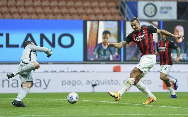 Inter Milan 1-2 AC Milan: Ibrahimovic lập cú đúp, Milan chiếm ngôi đầu bảng - Ảnh 2.