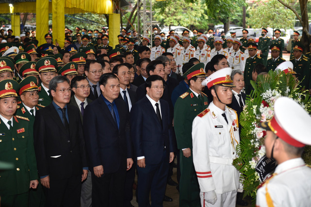 Phó Thủ tướng Trịnh Đình Dũng dự lễ tang 13 đồng chí hy sinh tại Rào Trăng 3 - Ảnh 2.