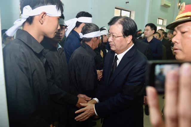 Phó Thủ tướng Trịnh Đình Dũng dự lễ tang 13 đồng chí hy sinh tại Rào Trăng 3 - Ảnh 6.