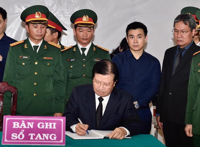 Phó Thủ tướng Trịnh Đình Dũng dự lễ tang 13 đồng chí hy sinh tại Rào Trăng 3 - Ảnh 8.
