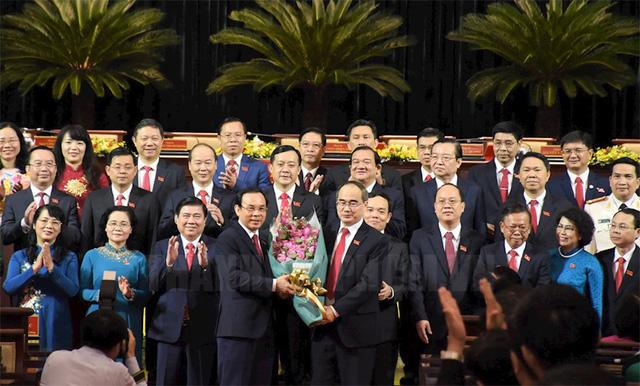 Ra mắt Ban Chấp hành Đảng bộ TP.HCM khóa XI, nhiệm kỳ 2020-2025 - Ảnh 1.