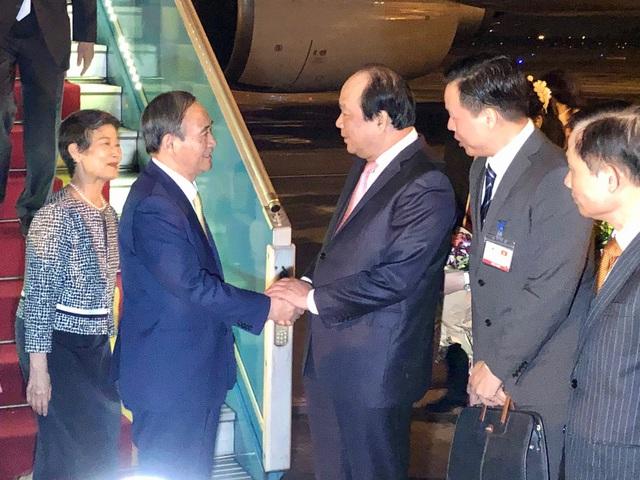 Tân Thủ tướng Nhật Bản và Phu nhân bắt đầu thăm chính thức Việt Nam - Ảnh 1.