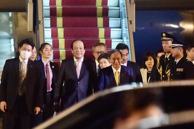 Tân Thủ tướng Nhật Bản và Phu nhân bắt đầu thăm chính thức Việt Nam - Ảnh 2.