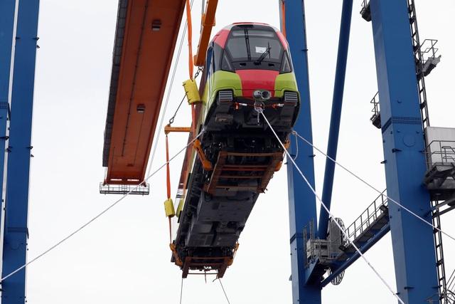 Cận cảnh tàu metro đầu tiên của Hà Nội chuẩn bị đưa vào lắp ráp chạy thử - Ảnh 5.