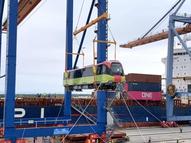 Cận cảnh tàu metro đầu tiên của Hà Nội chuẩn bị đưa vào lắp ráp chạy thử - Ảnh 4.
