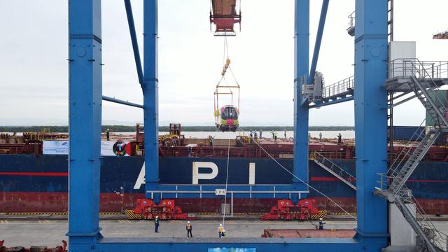 Cận cảnh tàu metro đầu tiên của Hà Nội chuẩn bị đưa vào lắp ráp chạy thử - Ảnh 3.