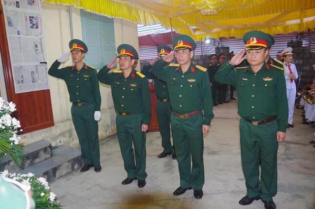 Truy thăng quân hàm cho chiến sĩ xả thân cứu đồng đội trong nước lũ - Ảnh 2.