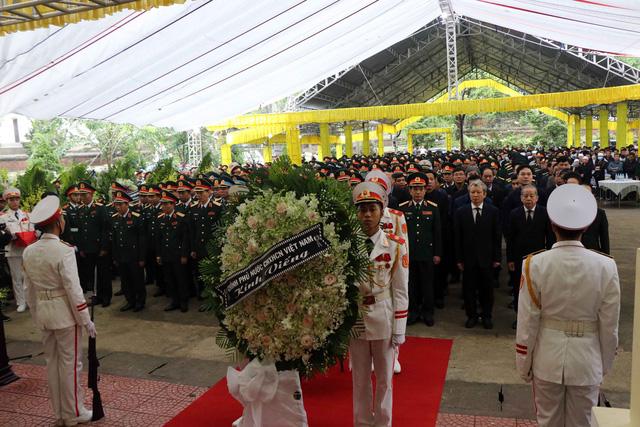Phó Thủ tướng Trịnh Đình Dũng dự lễ tang 13 đồng chí hy sinh tại Rào Trăng 3 - Ảnh 1.