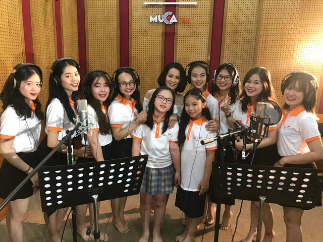 NS Mai Kiên sáng tác ca khúc dành tặng Học viện nghệ thuật Maika - Ảnh 2.