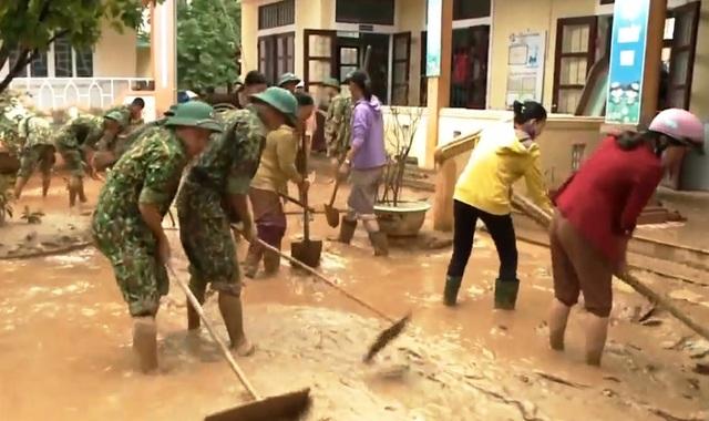 Những người chiến sĩ đi về phía nhân dân những ngày mưa lũ - Ảnh 6.