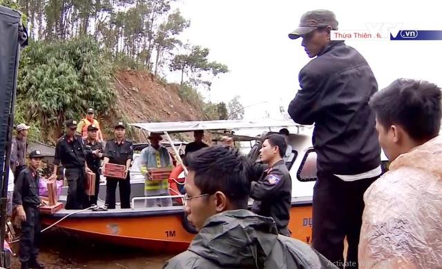 Huy động lực lượng từ các binh chủng cứu nạn ở Thủy điện Rào Trăng 3 - Ảnh 1.