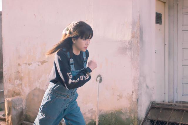 Rũ bỏ hình ảnh tiểu thư, Thiều Bảo Trâm ẩu đả trong MV mới - Ảnh 2.