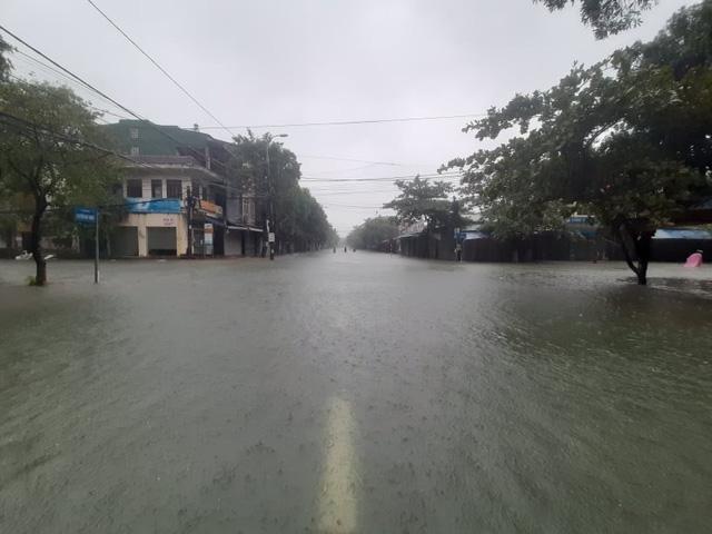 Hồ Kẻ Gỗ tăng mức xả tràn, tỉnh Hà Tĩnh phát lệnh sơ tán hơn 45.000 dân - Ảnh 4.