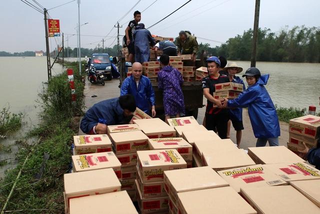 Đề xuất cấp 6.000 tấn gạo hỗ trợ người dân bị ảnh hưởng mưa lũ - ảnh 1