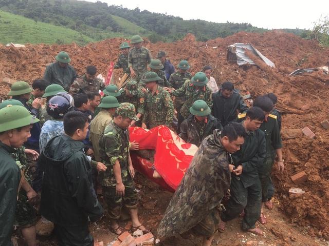 40 giờ khẩn trương tìm kiếm 22 nạn nhân sạt lở đất ở Hướng Hóa - Quảng Trị - Ảnh 14.