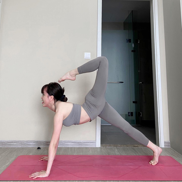 Tròn mắt trước loạt ảnh Yoga của Chi Pu, Thiều Bảo Trâm và các sao Việt - Ảnh 8.