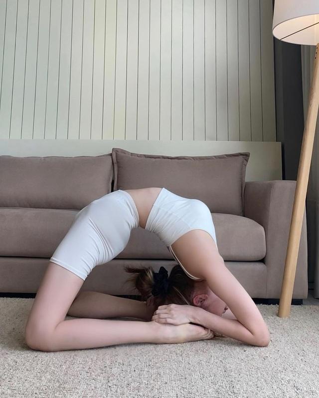 Tròn mắt trước loạt ảnh Yoga của Chi Pu, Thiều Bảo Trâm và các sao Việt - Ảnh 7.