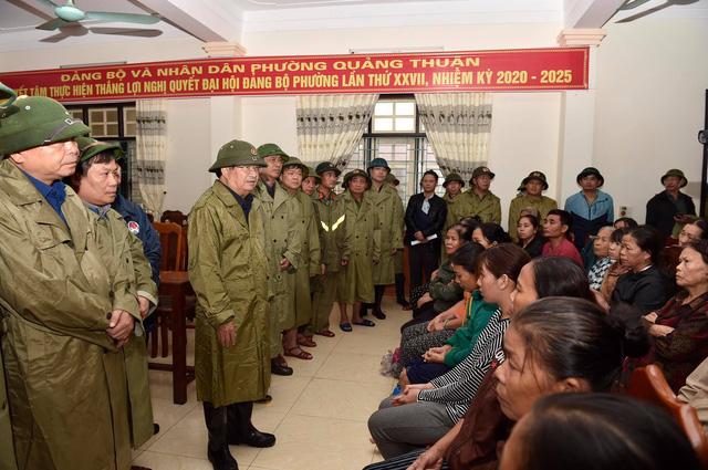 Phó Thủ tướng Trịnh Đình Dũng kiểm tra, chỉ đạo ứng phó mưa lũ tại Quảng Bình - Ảnh 1.