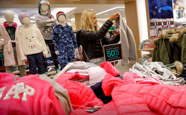 Đại dịch COVID-19 đe dọa mùa mua sắm cuối năm tại Mỹ - Ảnh 1.