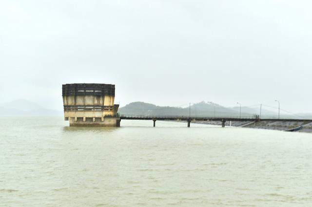 Mực nước giảm, hồ Kẻ Gỗ vẫn an toàn - Ảnh 5.