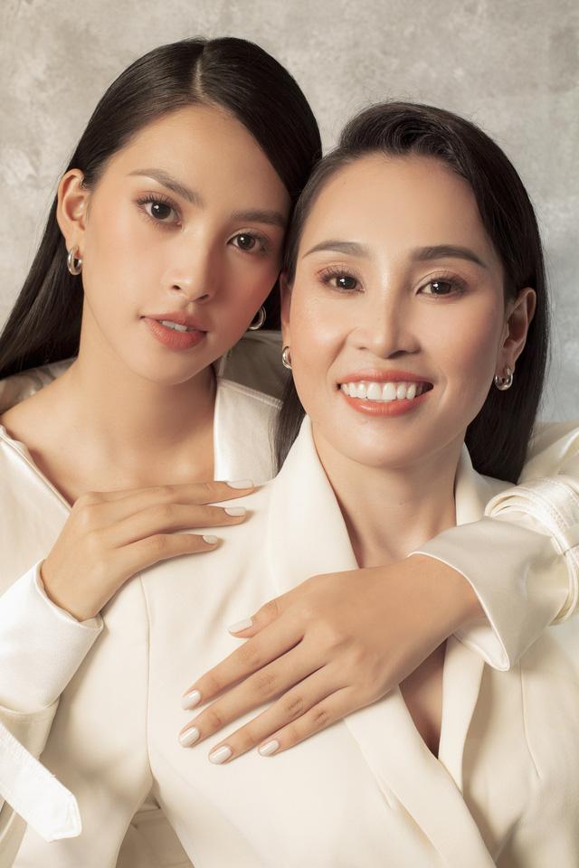 Hoa hậu Tiểu Vy khoe bộ ảnh bên mẹ nhân ngày 20/10 - Ảnh 8.