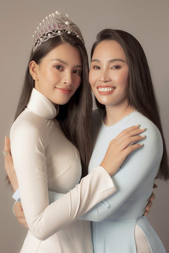 Hoa hậu Tiểu Vy khoe bộ ảnh bên mẹ nhân ngày 20/10 - Ảnh 3.