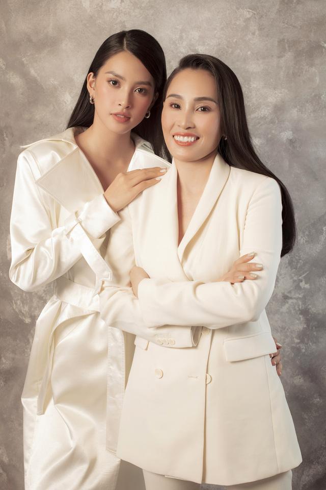 Hoa hậu Tiểu Vy khoe bộ ảnh bên mẹ nhân ngày 20/10 - Ảnh 2.