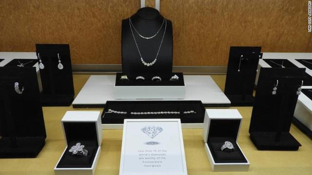 Người giàu Mỹ mua nhiều kim cương hơn trong mùa dịch COVID - Ảnh 1.