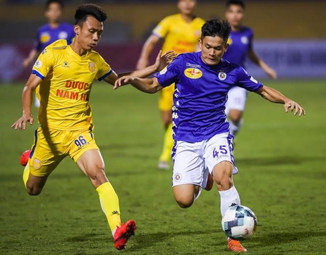 Danh sách cầu thủ bị treo giò tại vòng 3 giai đoạn 2 LS V.League 1-2020: CLB Thanh Hóa mất trụ cột hàng thủ - Ảnh 1.