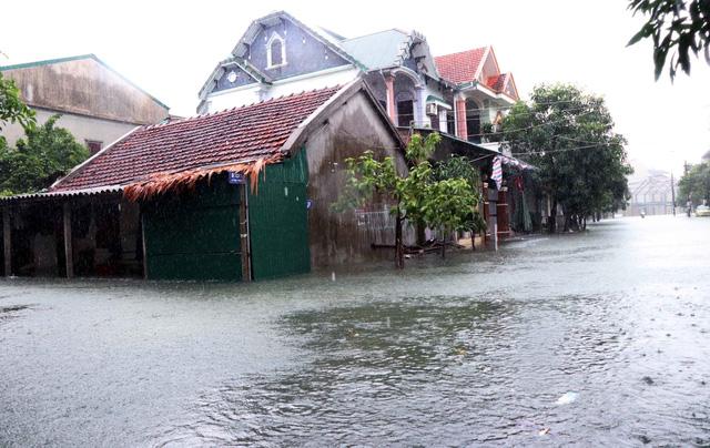 Kiểm soát chặt chẽ hồ chứa thủy điện trước tình hình mưa lũ miền Trung phức tạp - Ảnh 1.
