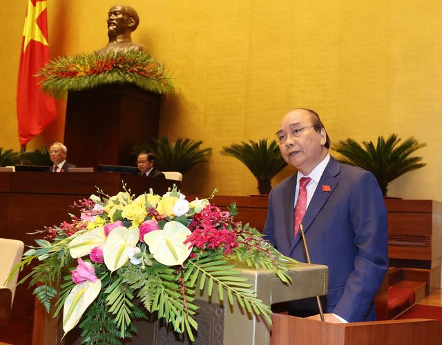 Thủ tướng Nguyễn Xuân Phúc: Sách giáo khoa lớp 1 có một số điểm chưa phù hợp - Ảnh 1.