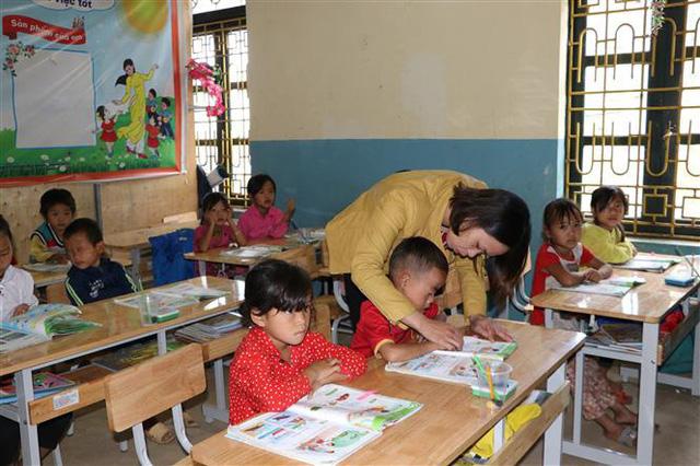 Thủ tướng Nguyễn Xuân Phúc: Sách giáo khoa lớp 1 có một số điểm chưa phù hợp - Ảnh 3.