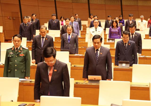 Quốc hội dành 1 phút mặc niệm các quân nhân, đồng bào gặp nạn trong mưa lũ - Ảnh 2.