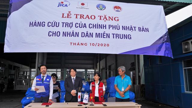 Nhật Bản viện trợ 50 máy lọc nước, 250 tấm trải nhựa cho người dân TT-Huế - Ảnh 1.