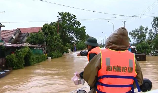 Làm sao để hàng cứu trợ đồng bào bị lũ lụt đến đúng người, phân bổ hợp lý? - Ảnh 1.