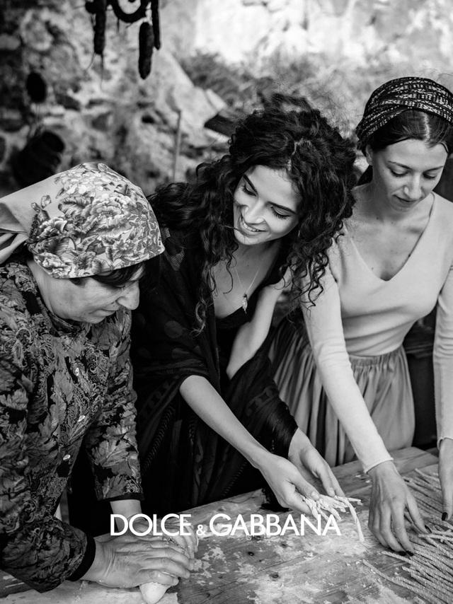 Dolce & Gabbana Thu đông 2020 tôn vinh tính truyền thống - Ảnh 7.