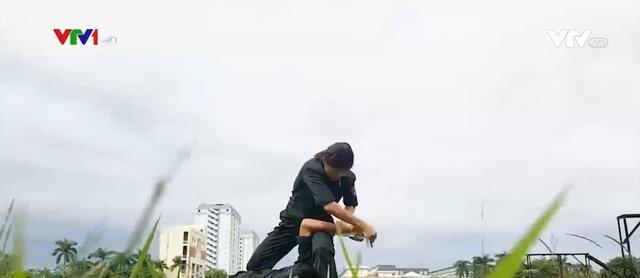 Nữ cảnh sát đặc nhiệm vượt nắng, thắng mưa - Ảnh 1.